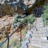 Treptele parintelui Arsenie Boca spre pestera Sf Atanasie